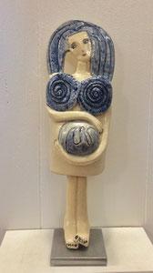 VENDU Sculpture femme contemporaine  Pépette point com attend un BB N° 72 H35.5X10.5CM