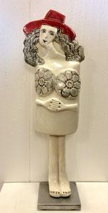 Sculpture femme contemporaine  Pépette point com au chapeau rouge n° 71 H37.5X12 CM