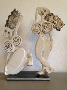 VENDU Sculpture femmes contemporaines  Deux Pépettes point com H37X33CM