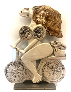 VENDU Sculpture femme contemporaine  Pépette point com à vélo N° 88 H40X32CM