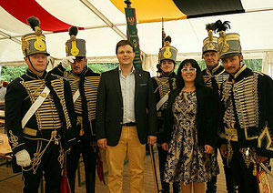 Matthias Laurenz Gräff und Georgia Kazantzidu mit ungarischen Husaren