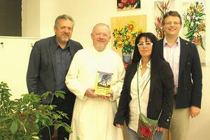 Finissage-Foto, Werner Groiß, Kräuterpfarrer Benedikt Felsinger, Georgia Kazantzidu, Matthias Laurenz Gräff
