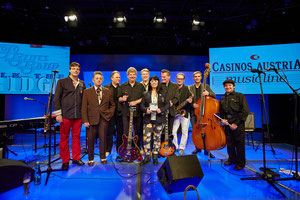 Foto Casinos Austria / Mike Ranz, Matthias Laurenz Gräff, Blues Legende Al Cook, Charly Furthner, Erik Trauner, Casinos Austria Vorstandsdirektor Dietmar Hoscher, Georgia Kazantzidu. Siggi Fassl, Tom Müller, Herfried Knapp und Didi Mattersberger