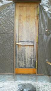 扉の経年劣化「補修前」