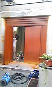 門扉の「補修中」