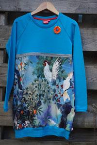 Voor: Birds blauw, jurkje van tricot. Artikelcode 134/140-05. Prijs 34,95 excl verzendkosten