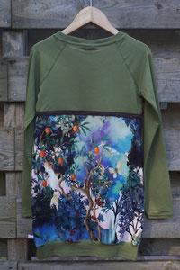 Achter: Birds groen, jurkje van tricot. Artikelcode 134/140-04.