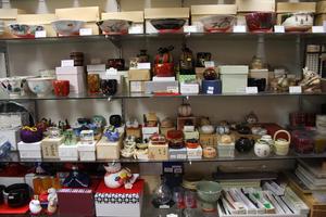 茶道具や土産物なども取り扱っております。
