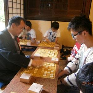 一秒たりともムダにしない心意気の参加者に石川先生も真剣な表情