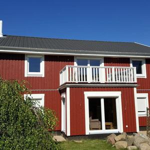 Referenz Modell Nordkap Stadtvilla Aussenansicht mit Balkon von Berg-Schwedenhaus