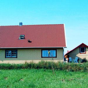 Referenz Malmö Aussenansicht mit Garage von Berg-Schwedenhaus