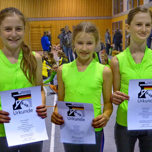 links: Alessia Villeggiante, Mitte: Rebekah Stoffers, Rechts: Selina Messenkopf