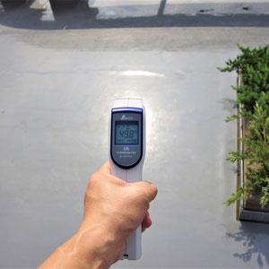 屋上防水層の表面温度