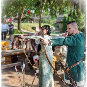 Bogenschießen zur Mittelalterhochzeit