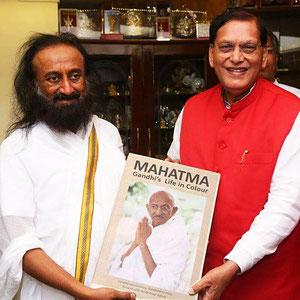 Sri Sri Ravi Shankar and Dr. Bindeshwar Pathak