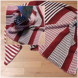 """Leuchtturm-Tuch """"Herzerfrischend Frisch"""" Klare Kante mit Hebemaschenmuster / Tuch gestrickt und fotografiert von Silke Schröter"""