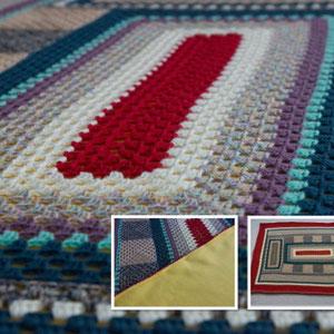 Decke 120x190cm / Verbrauch 997g Kreidestaub, Ostseestrand, uni-bast, beige, violett, petrol und rot / Gehäkelt von Maria Podleisek
