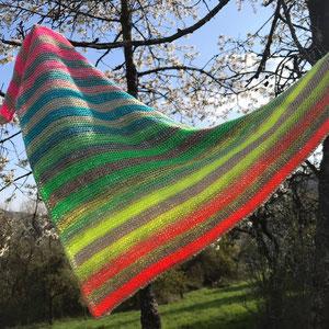 """Leuchtturm-Tuch """"Be Happy"""" / Farbzusammenstellung sowie Tuch gestrickt und fotografiert von Annegret Germer"""