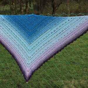 """Tuch """"Bruinen"""" von Morben Design aus 1000m Wunschwickel aus sea blue-libelle-hellblau-lavendel-lila + Lurex silber / gehäkelt von Magdalena Palm"""