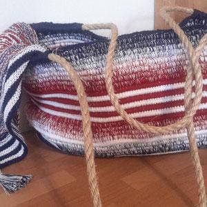 Leuchti-Tasche; gehäkelt und fotografiert von Silke Schröter