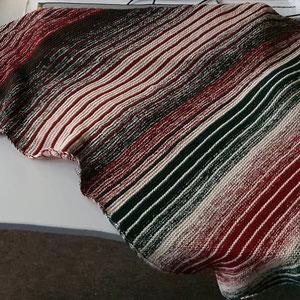 Weihnachtsleuchti / Farbzusammenstellung sowie Tuch gestrickt und fotografiert von Birgit Wendt