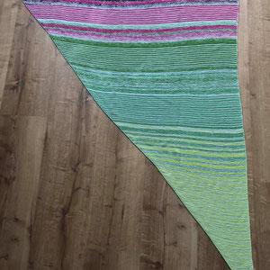 Purpurbeere. Tuch gestrickt und fotografiert von Heike Bange.