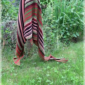 Rosenkavalier / Farbzusammenstellung sowie Tuch gestrickt und fotografiert von Maike Dürkop