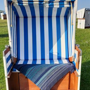 Hauptfarbe mitternachtsblau /Tuch gestrickt und fotografiert von Britta Schrader