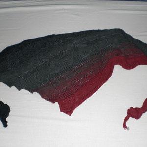 """Tuch """"Groovy"""" bei ravelry / Wolle: Farbverlaufsgarn """"Sinnlichkeit"""" / gestrickt von Sabine Berger aus Österreich"""