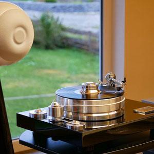 Spezielle Kugellautsprecher können dort installiert werden, wo klassische Lautsprecher keinen Platz finden.