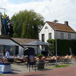 Garten-Cafe vor dem Eingang zur Gartenschau