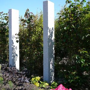 Obstbaumzaun mit Granit Stelen