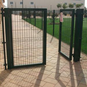 Valla hercules mallas y postes vallas de obra vallas for Puertas galvanizadas