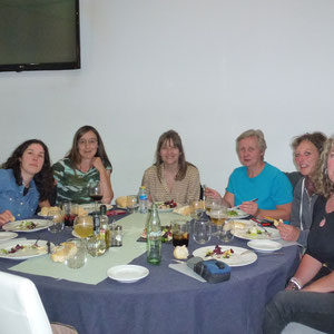 De gauche à droite : Ines, Veronica, Maria Jose, Maria, Corinne (co-présidente GF), Rebecca et Corinne (narratrice du récit)