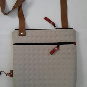 6. gebroken wit ( b. 30 cm x h. 33 cm. )  1 schouderband verstelbaar tot 120 cm.    € 68,00 verkocht