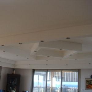 Décoration au plafond et spots