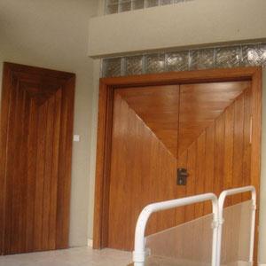 Porte d'entrée vue de l'extérieur