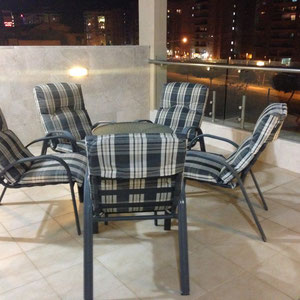 Terrasse photographiée le soir