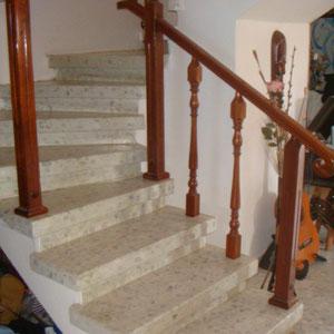 escalier vers le 2ème niveau