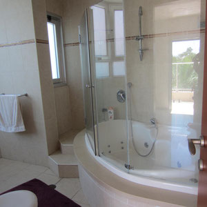 Bathroom with jaccuzi on 2nd level