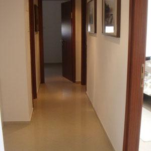 Couloir avec 3 chambres
