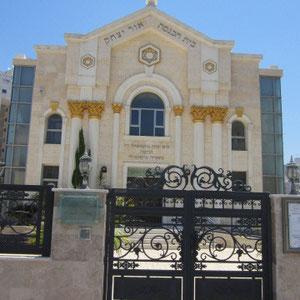Très belle synagogue juste à côté