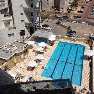 Vue piscine en été