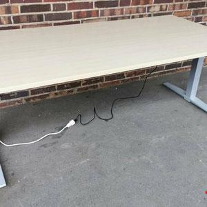 König & Neurath Stehtisch Elektrischer Schreibtisch