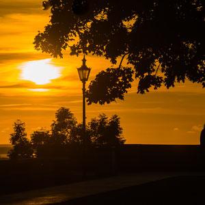 """Romantische Ausblicke im Sonnenuntergang von einer der Aussichtsplattformen auf dem """"Toompea"""" (Domberg)"""