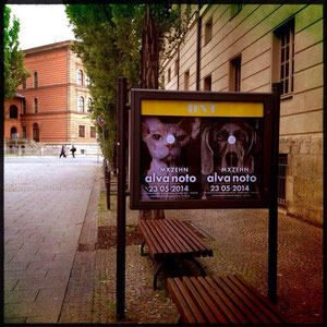 Plakate vor dem Theater.....