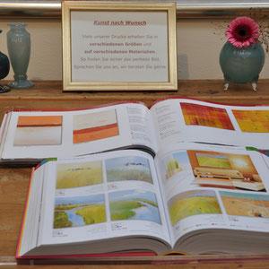 Gerne geben wir unsere Kunstdruck-Kataloge zur Auswahl mit.