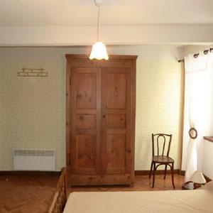 Lou Filadour - Location appartement de vacances à Jausiers - Appartement Le Mirandol - Chambre 3 lits - 1 personne