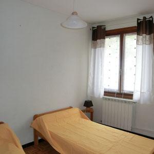 Lou Filadour - Location appartement de vacances à Jausiers - Appartement Le Rubren - Chambre 2 lits - 1 personne
