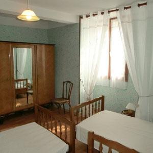 Lou Filadour - Location appartement de vacances à Jausiers - Appartement Le Chambeyron - Chambre 3 lits - 1 personne